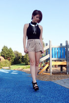 silver spiked chain bardot necklace - beige high-waisted H&M shorts