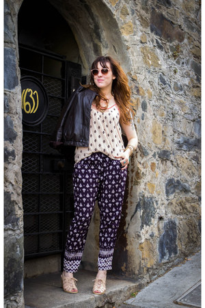 Chocolate Schubar shoes - Under Skies pants - THML top