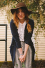 Brown-floppy-hat-ducks-in-a-row-hat-navy-sweater-trench-free-people-sweater