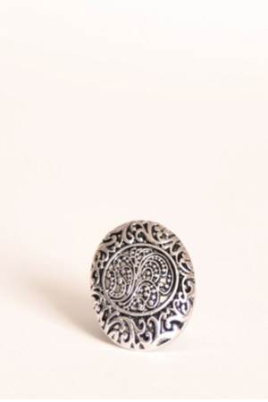 silver detailed oval ring