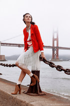 off white pleated skirt - beige ankle boots - red motto BB Dakota jacket