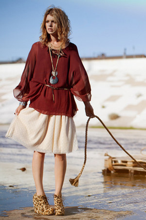 crimson top - tan boots - beige dress - gold necklace