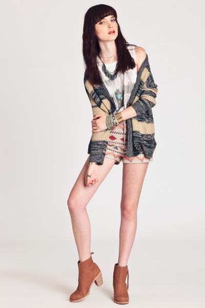 neutral cardigan - tan jax Dolce Vita boots - tan anita jaquard BB Dakota shorts