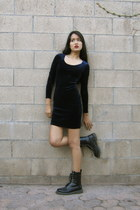 navy body con u-neck vintage dress - black vintage boots