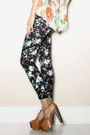 Black-floral-print-leggings