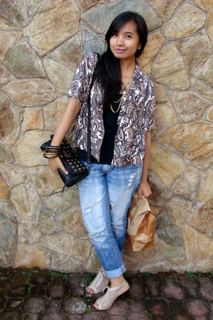 black studded thrifted bag - beige Janylin shoes - blue jeans