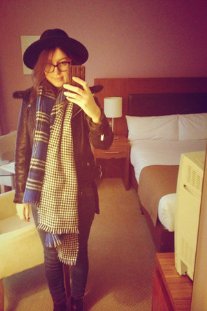 navy blanket scarf Primark scarf - black ankle boots River Island boots