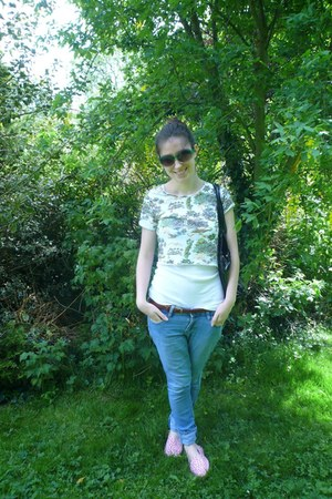 white River Island top - blue Handmedown jeans - bubble gum Primark flats