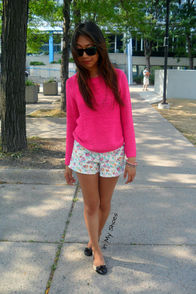 Hot Pink Knitted H&M Sweatshirts, Floral Forever 21 Shorts