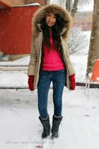 black Sorel boots - blue garage jeans - beige soia & kyo jacket