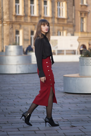 brick red pencil skirt StyleWe skirt - black H&M blouse