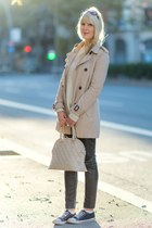 black faux leather H&M pants - beige trench coat Stradivarius coat