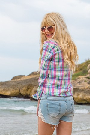 bubble gum plaid Primark shirt - sky blue denim sabrina shorts