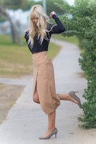 camel midi Choies skirt - black turtleneck Tex sweater