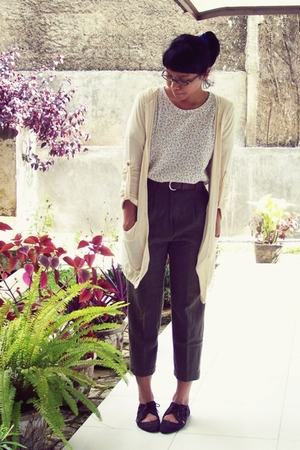beige t-shirt - beige cardigan - brown pants - brown shoes