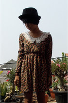 black unbranded hat - light brown unbranded dress