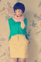 turquoise blue shirt - peach scarf - light yellow skirt