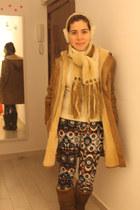 Uggs boots - Sawyer Napa coat - banana republic sweater - Uggs scarf