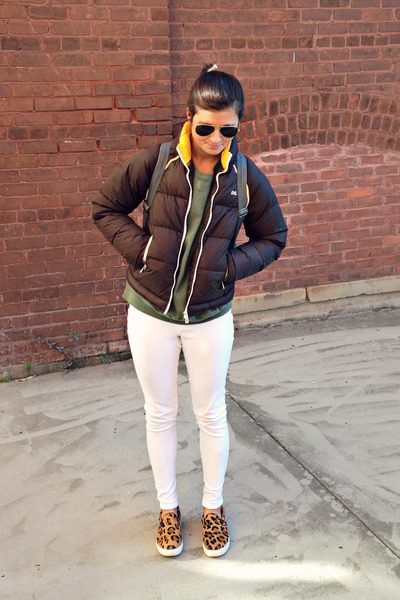 white HUE leggings - brown yellow Le Tigre jacket