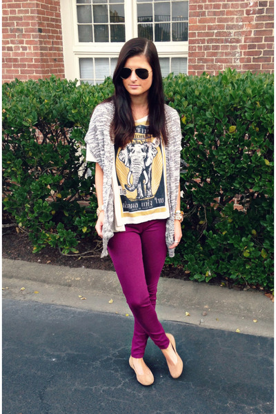 a559f3a66 plum Uniqlo leggings - graphic tee Urban Outfitters shirt - gray Nollie  cardigan