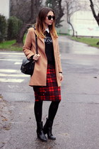 Plaid Skirt x Camel Coat
