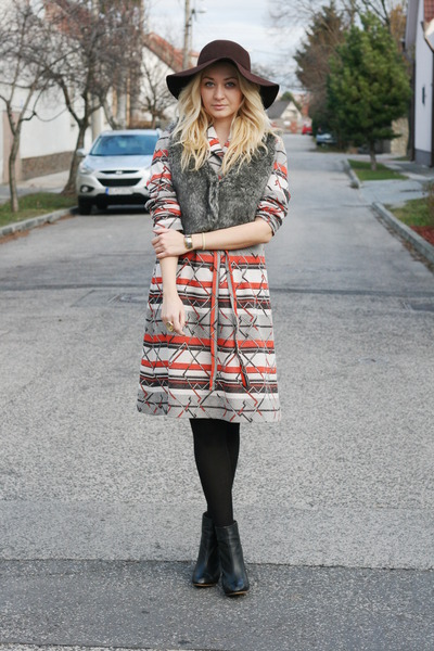 vintage dress - Zara boots - Bershka hat - no brand vest