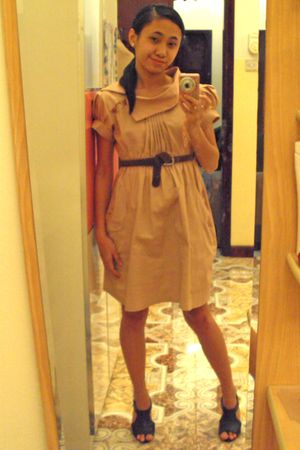 beige dress - brown belt - black shoes
