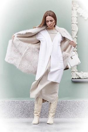 white bag - white vest