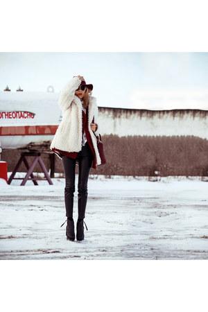 crimson Oasapcom blazer - black Oasapcom boots - ivory Stradivarius coat