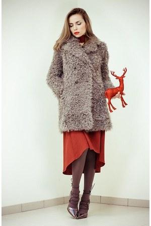 brick red dress - brown asos heels