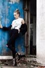 Black-boots-black-blazer-white-shirt