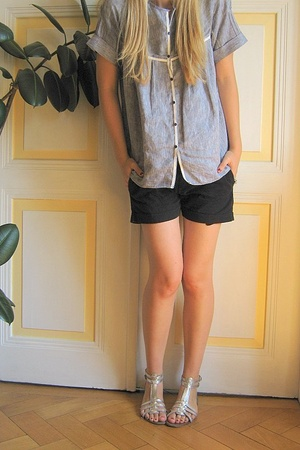 Ekyog blouse - Zara shorts - Mango shoes