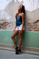 white shorts - turquoise blue intimate - black heels