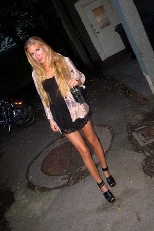 Nellycom shorts - Zara blazer - Zara bag - H&M clogs - Vero Moda top