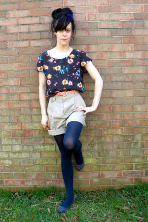 blue shoes - blue tights - blue blouse - beige shorts - pink belt - silver acces