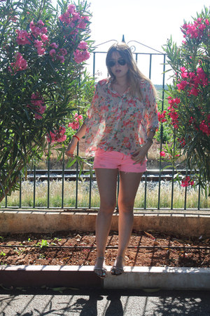 BLANCO shorts - Queens Wardrobe blouse