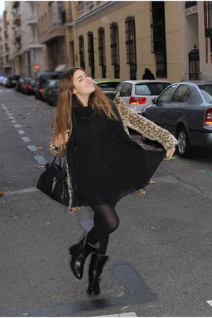 Queens Wardrobe coat - Uterqe boots - H&M dress - Zara scarf - BLANCO bag