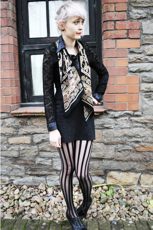 beige patterned vintage scarf - black stripes Ebay tights