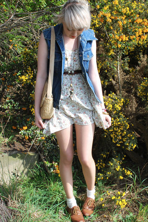 white mini dress Topshop dress - navy denim Levis jacket - eggshell basket vinta