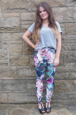 amethyst floral Primark leggings - heather gray H&M t-shirt