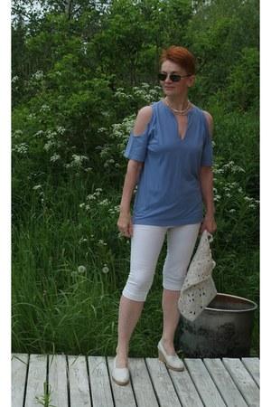 periwinkle eco cotton top - cream leather shoes - white crochet linen bag