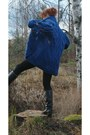 Blue-wool-cardigan-black-leather-boots-cream-wool-scarf-dark-brown-bag