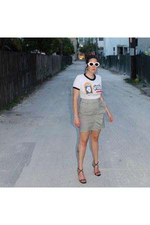white Total Recall Vintage sunglasses - dark gray Missguided skirt
