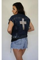 Total-recall-vintage-vest
