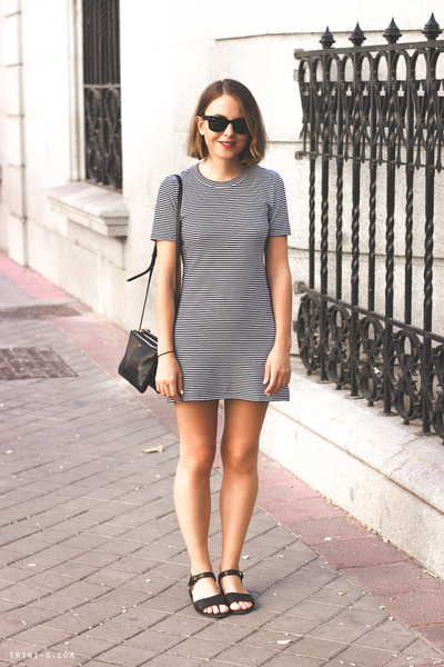navy Theory dress - navy Celine bag - black ray-ban sunglasses