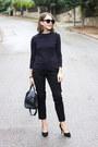 Navy-louis-vuitton-bag-black-marc-jacobs-sunglasses