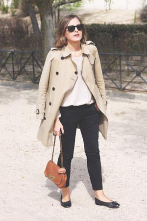 black ray-ban sunglasses - tan Burberry coat - bronze Mulberry bag