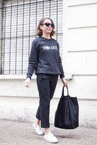 white sneakers - black bag - black sunglasses - dark gray sweatshirt