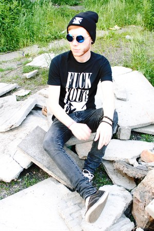 black H&M jeans - black extragged hat - navy zeroUV sunglasses