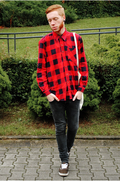 black H&M jeans - ruby red no name shirt - black Vans sneakers